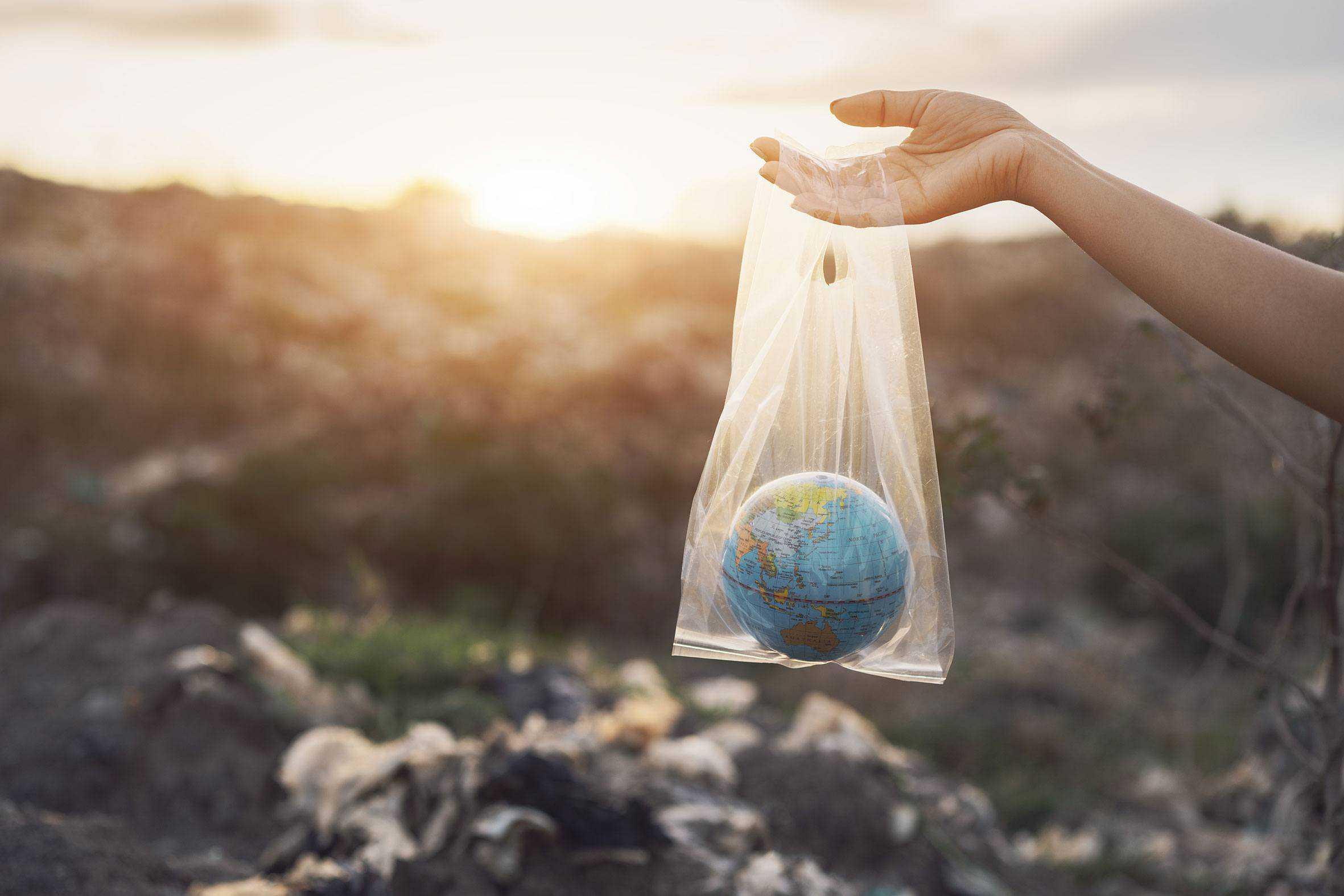 Planeten i en plasticpose